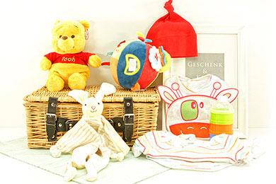 Geschenke BABY PRÄSENTKÖRBE MIT WINNIE POOH