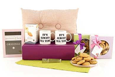 Frauengeschenk mit Tassen und Kissen - TEA TIME