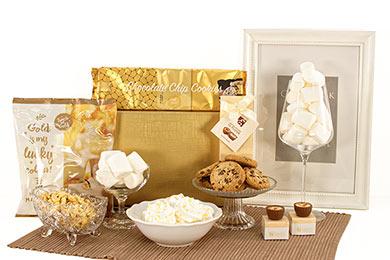 Festliche Geschenkbox zu Weihnachten in Gold