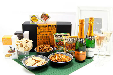 SIP & CELEBRATE Geschenkbox Sekt und Snacks