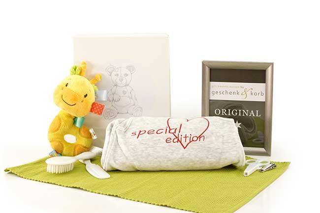Babygeschenk Special Edition mit Schlafanzug