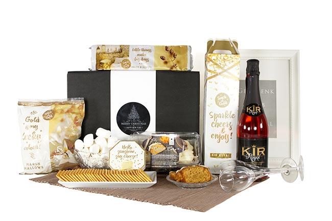 FEIERTAGE Weihnachtsgeschenk mit Kir und Kuchen